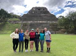 Kim de Mutsert with five students in front of Xunantinich Ruins