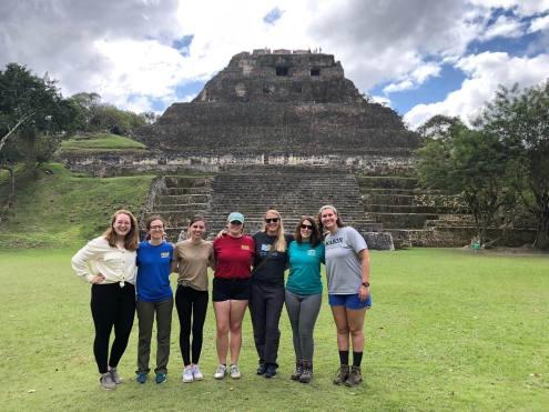Kim de Mutsert with five students in front of Xunantinich Ruins